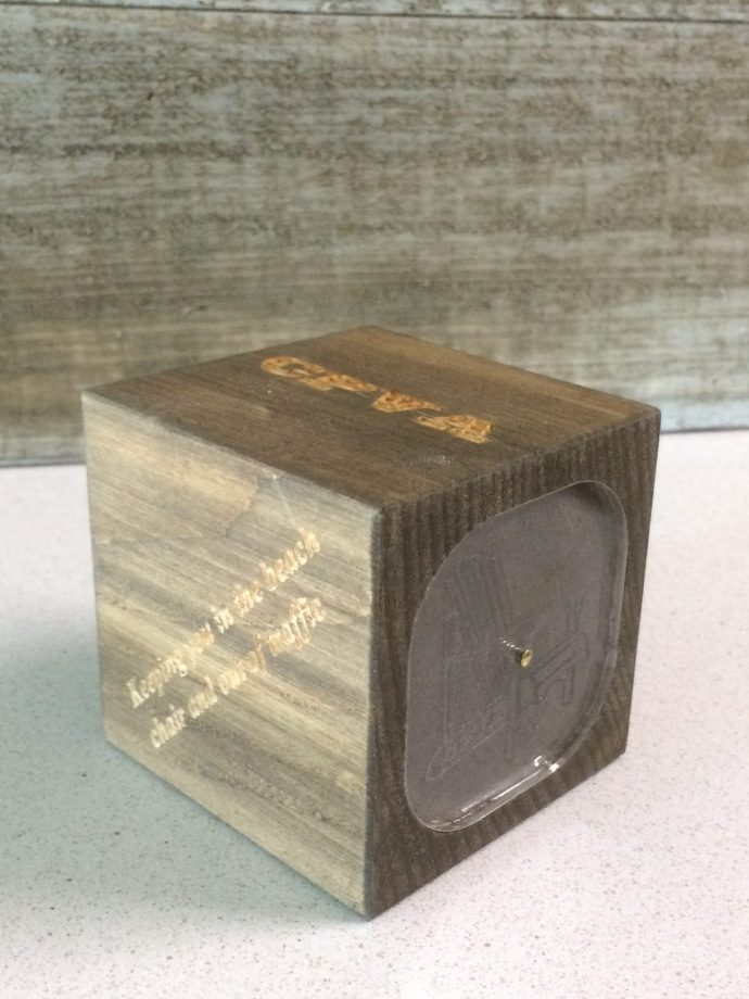 Wooden paperweight cube with engravable surfaces